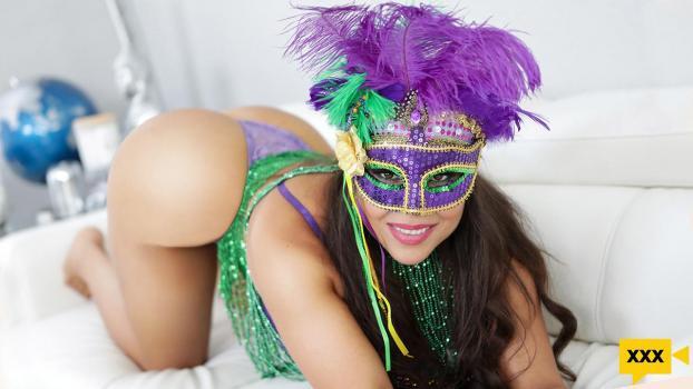 GotMylf 2021 02 12 Carmela Clutch Happy Mardi Gras To Me