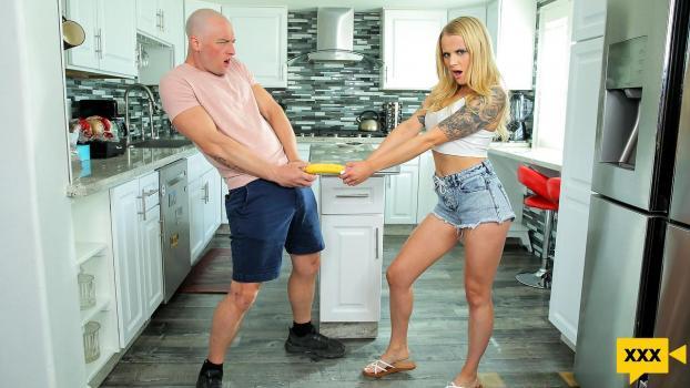 BrattySis 2021 04 30 Paris White – Giving My Step Sister The Finger
